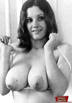 natural vintage breasts - Sexy retro chicks showing their big voluptuos natural boobs ...