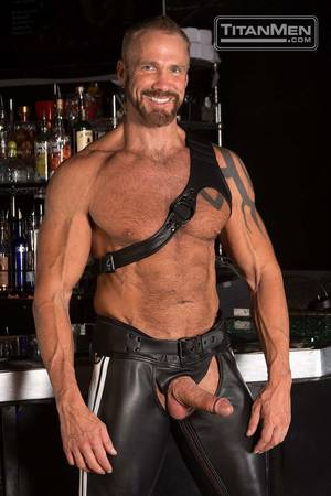 Leather Muscle Porn - Gay porn leather daddy