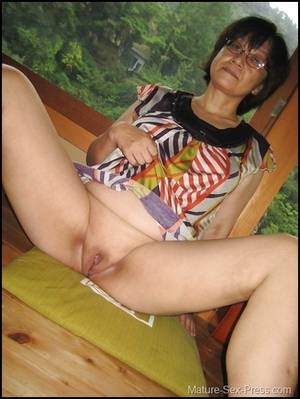 Japanese Granny Pussy Spread - Japanese Grandma Showing Her Shaved Cunt