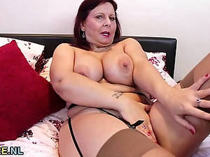 Mature Stocking Porn - Busty mature lady masturbating in stockings