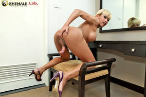 blonde shemale jerk off -