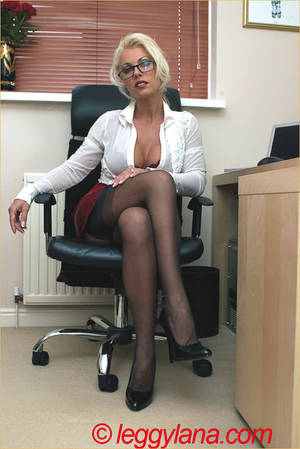 Mature Stocking Porn - lana-cox-sexy-mature-secretary-stocking-porn-01TH. ...