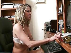 Mommy Smoking Porn - Mother And Not Her Daughter Smoking And Trying Lesbian