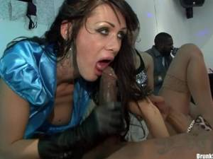 Glove Porn Fetish Man - Girl wearing leather gloves fucks in ory