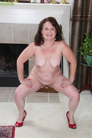 brunette plump mature - ... Aged lady Felicia McDonald posing chubby mature body in nude ...
