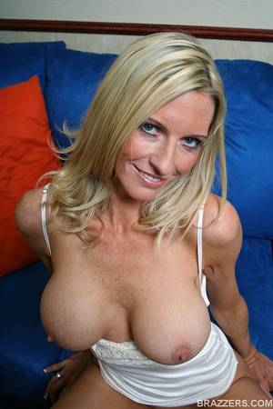 emma starr milf - ... Busty mommy Emma Starr is a cock sucking champ in the milf category ...