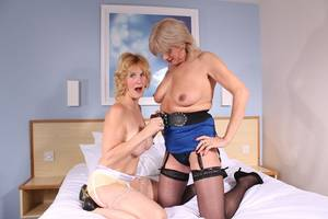 Mature Milf Lesbians Porn - A classy british mature milf who is a natural infront of the camera. A real  treat for mature porn lovers. Click HERE to visit my personal TAC Site !!!