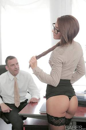 Babes Office Porn - Stocking and glasses adorned Alexis Brill having shaved pussy ate in office  ...
