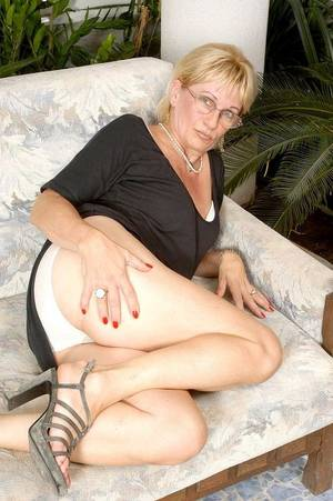 Blonde Mature Glasses - Galleries' index > Blonde Mature wearing glasses