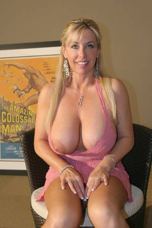 medium natural tits milfs - Naked Housewives & Nude Housewifes Mature Older Real Pics 2017