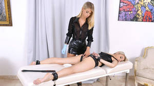 Kinky Toy Porn - Play 'Chloe Toy and Chloe Lacourt enjoy kinky lesbian ...