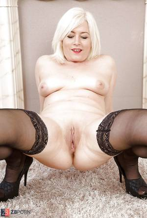 Mature Stocking Porn - Magnificent mature stocking